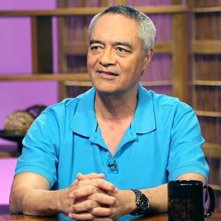 Elliot Kalauawa, MD